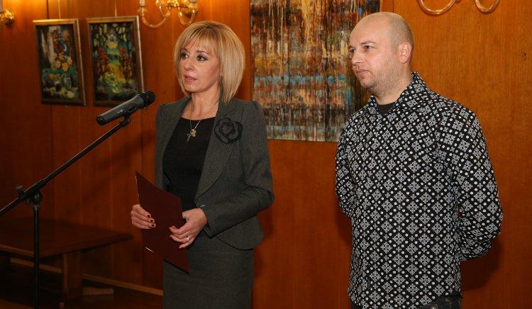 Мая Манолова откри изложба на кюстендилски художник в НС